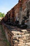 Une autre vue des statues sans tête de Bouddha en Wat Mahathat Images libres de droits