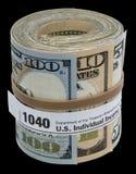 Une bande élastique de forme du petit pain 1040 de billet de banque des Etats-Unis a isolé le noir Image stock