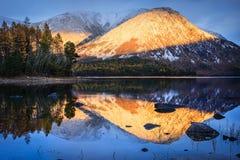 Une bande de coucher du soleil sur le lac Baikal Photos libres de droits