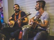 Une bande de musicien de rue dans la rue d'Istiklal photos libres de droits