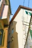Une barrière avec le barbelé à Zurich Images stock