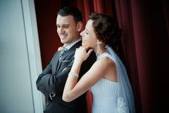 Une beaux mariée et marié Photos stock