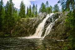 Une belle cascade en Finlande Photographie stock libre de droits