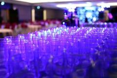 Une belle chaîne de verre à un cocktail photographie stock