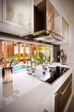 Une belle cuisine moderne élégante photos libres de droits