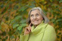 Une belle femme d'une cinquantaine d'années Photographie stock