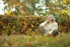 Une belle femme d'une cinquantaine d'années Photos libres de droits