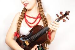 Une belle femme de jeunes gens tenant un violon Images libres de droits