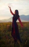 Une belle fille féerique dans un costume historique Photo stock