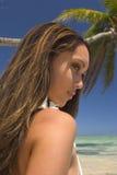Une belle fille polynésienne en Hawaï Photos stock