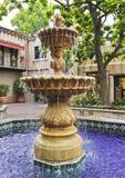 Une belle fontaine dans une cour mexicaine Images stock