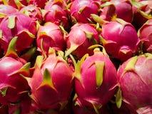Une belle pile de fruit du dragon rose délicieux ; un favori doux et populaire dans des régimes asiatiques photo libre de droits