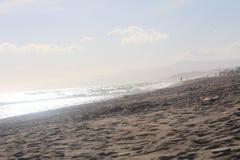 Une belle plage dans la côte de Torrox, Espagne Photographie stock libre de droits
