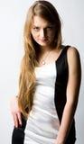 Une belle position de femme Photographie stock libre de droits
