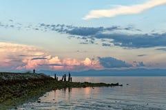 Une belle vue au rivage d'océan pendant le début de la matinée Photographie stock