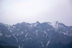 Une belle vue de la chaîne de montagne de Dhauladhar images stock