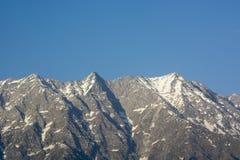 Une belle vue de la chaîne de montagne de Dhauladhar photos libres de droits