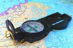 Une boussole et une carte du nord de la Russie Photo stock