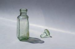 Bouteille antique d'extrait de bière de racine Photographie stock