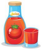 Une bouteille de jus de tomates Photographie stock libre de droits
