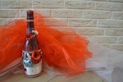 Une bouteille faite maison de champagne décorée photo libre de droits