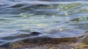 Une brève caméra vidéo de mer de mer Égée en Grèce à la néo- plage de Paramo clips vidéos