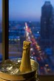 Une célébration romantique, Champagne avec une vue Photos stock
