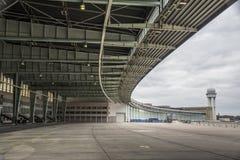 Une Côté-vue d'aéroport de Berlin Tempelhof à Berlin central du sud, Allemagne Image libre de droits
