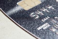 Une carte de crédit haute plus étroite photo stock