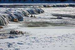 Une cascade large est évidente à travers la largeur du ` s de rivière photo stock