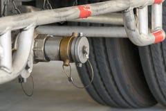 Une certaine pièce de camion avec le réservoir de pétrole ou de gaz Images libres de droits