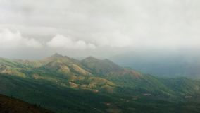 Une chaîne des montagnes photo libre de droits