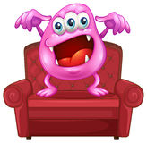 Une chaise avec un monstre rose Photographie stock