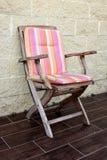 Une chaise en bois Image libre de droits