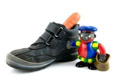 Une chaussure avec le raccord en caoutchouc et le piet noir photographie stock libre de droits