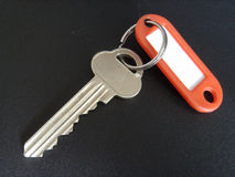 Une clé avec une boucle et une étiquette Photographie stock libre de droits
