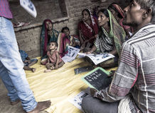 Une classe d'instruction dans l'Inde rurale photo stock
