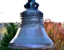 Une cloche antique comme échantillon d'art de fonderie photographie stock libre de droits