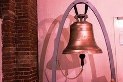 Une cloche de l'église de St Peter dans la vieille ville de Riga, Lettonie image stock