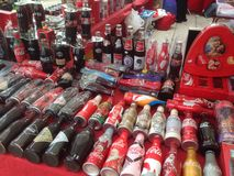 Une collection bouteilles de vieilles et de vintage de coca-cola Images libres de droits