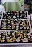 Une collection de boutons de manchette de vintage, ornements Photos stock