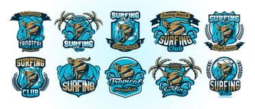 Une collection de logos colorés, emblèmes, dérives de surfer de labels sur les vagues, lettrage élégant, ensemble d'impression su illustration libre de droits