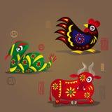 Mascottes chinoises de zodiaque : Coq, serpent et boeuf Photographie stock libre de droits