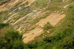 Une colline merveilleuse vers le bas avec le paysage de ciel photographie stock