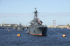 Une colonne des véhicules militaires dans le défilé en l'honneur de Victory Day St Petersburg Photos stock