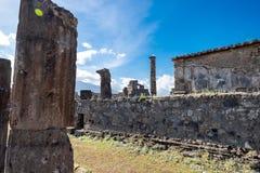 Une colonne et une ruine en pierre de la ville Il est situé à Pompeii, Italie en Europe photographie stock