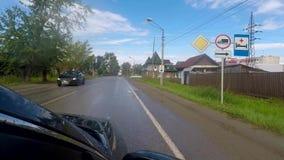 Une commande de point de vue par le village russe, le trafic HD de la Russie clips vidéos