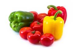 Une composition des paprikas et des tomates frais Photos stock