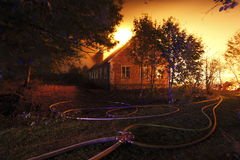 Une construction brûlant vers le bas Image libre de droits