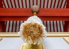Une corde décorative pend d'une cloche image stock